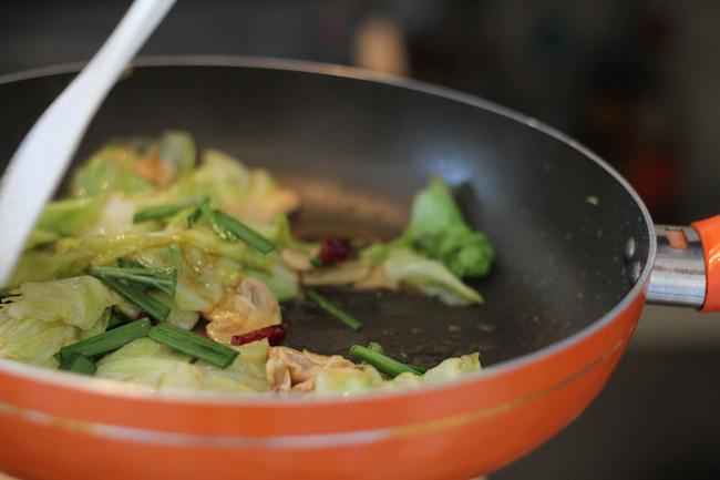 Mushroom and cabbage stir fry