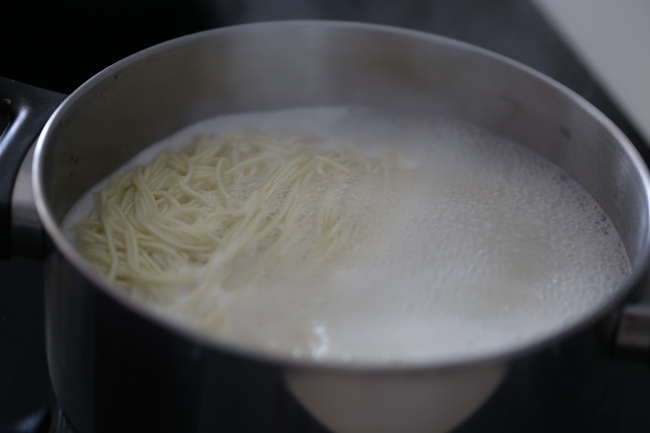 Chongqing noodles-cooking the noodles