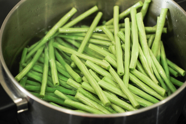 Chinese long beans with sesame paste